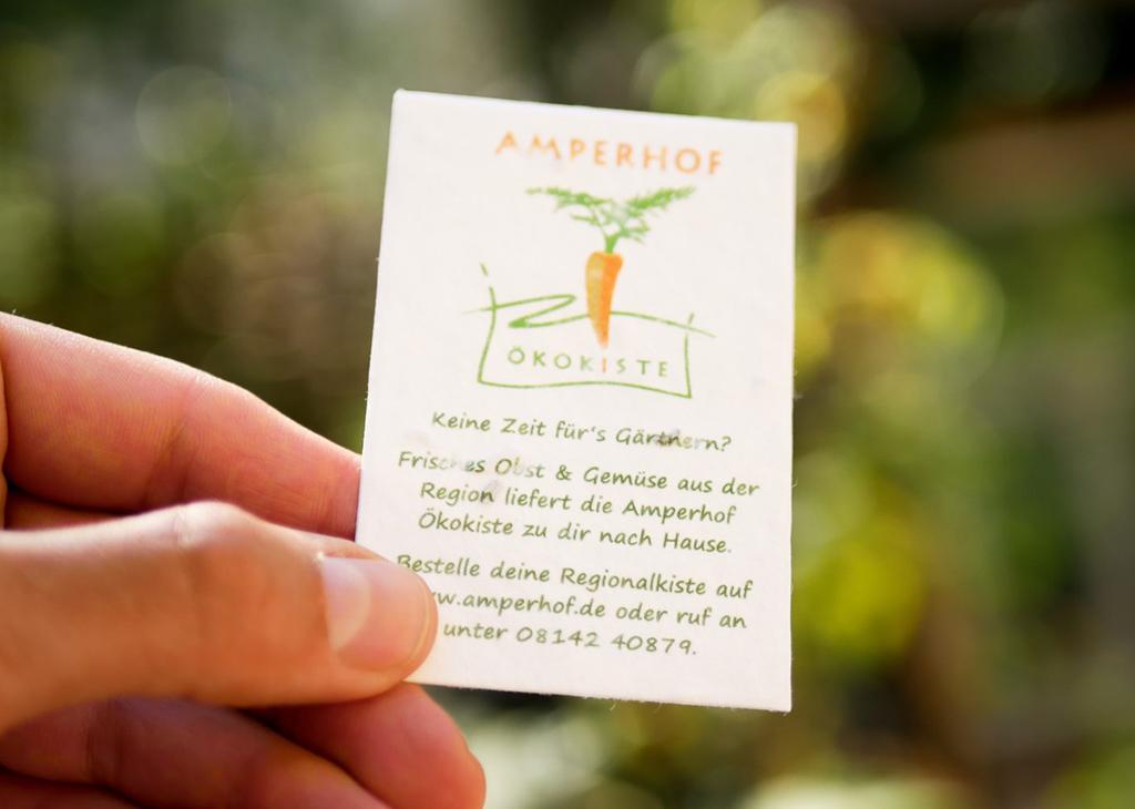 einpflanzbare Visitenkarte aus Samenpapier von primoza für den Amperhof