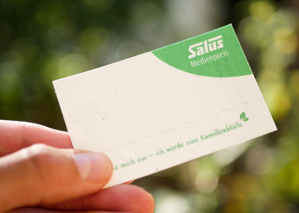 Namensschilder aus Samenpapier von primoza für das Unternehmen Salus