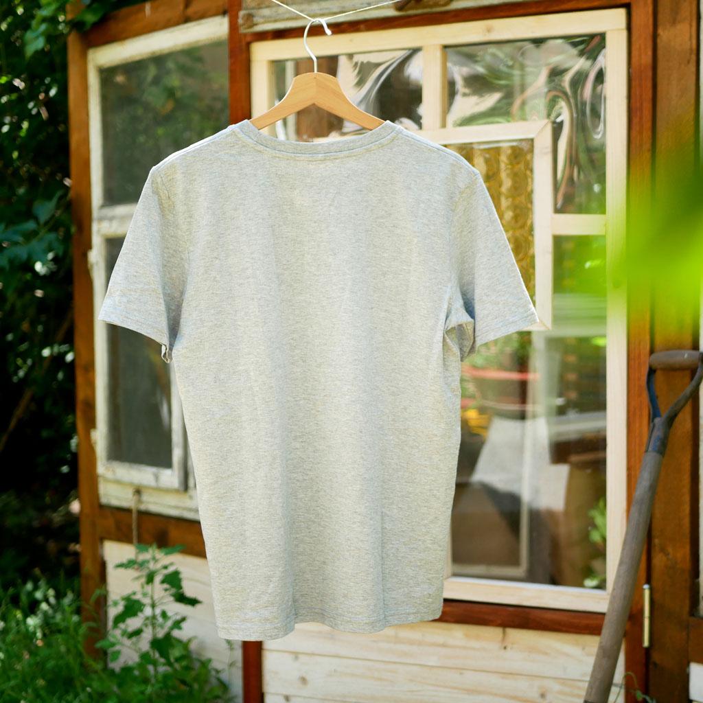 """Rückseite vom grauen T-Shirt mit Motiv """"Wo ein Wille ist, ist auch ein Beet"""". Für Gartenarbeit und Urban Gardening."""