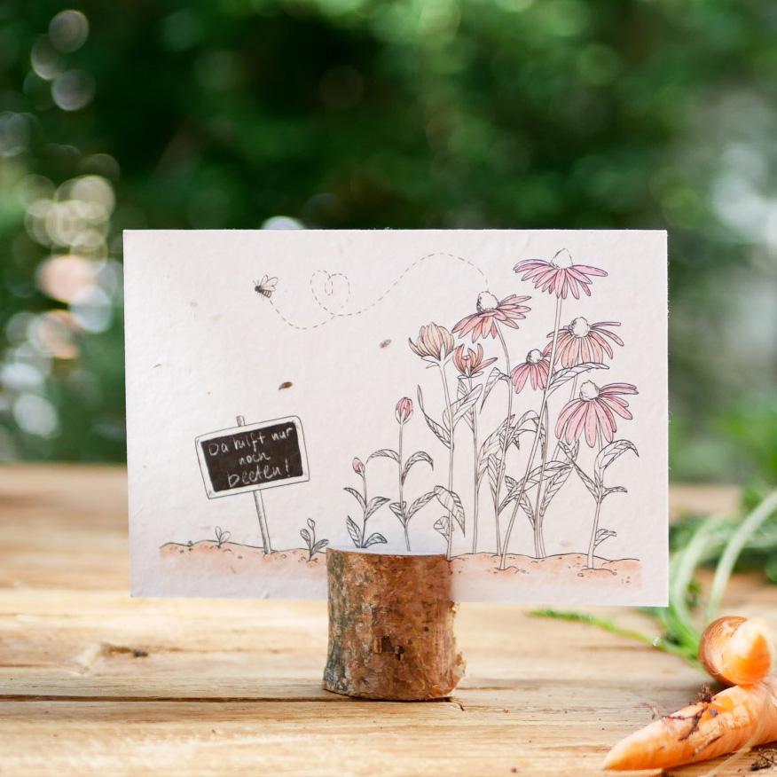 Einpflanzbare Postkarte aus Samenpapier. Grußkarte mit handgezeichnetem Motiv mit Blumenbeet und Biene. Karte für den guten Zweck.
