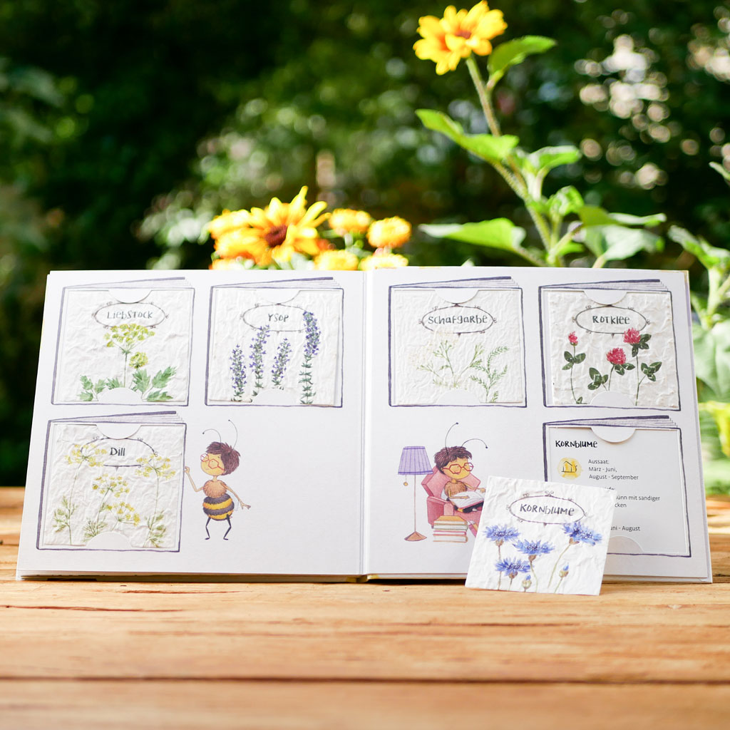 """Samenkarten aus Samenpapier mit bienenfreundlichen Blumen auf letzter Seite des nachhaltigen Kinderbuchs """"Emi Brillenbiene"""""""